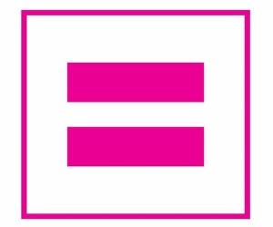 """Los colectivos LGBT han elegido el Día de los Enamorados para decirle a todo el mundo que el amor que comparten las personas del mismo sexo es exactamente igual que el de los demás. Y si el amor es el mismo, también lo deben ser los derechos y, por tanto, el nombre. Por este motivo, hoy día 14 de febrero, la red debe llenarse con este mensaje. Para ello, en Twitter se ha creado la etiqueta #matrimonioigualitario, para recordarle a todos por qué se está luchando.      """"Si en cada tuit que compartas incluyes el hashtag #matrimonioigualitario conseguiremos que sea uno de los temas del momento y sea leído y comentado por el resto de la comunidad twittera"""", indican desde la campaña de apoyo Matrimonio Igualitario, formada por las asociaciones Ampgyl, FLG, Fundación Triángulo, Galehi y FELGTB."""